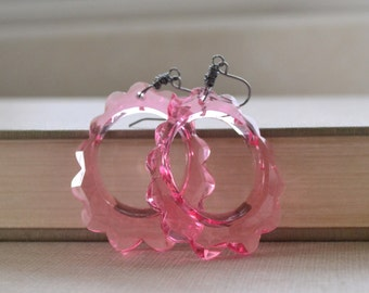 Pink Lucite Scalloped Earrings, Hipster Vintage Pendant, Gunmetal Wire Wrapped Earrings, Retro Pink Earrings