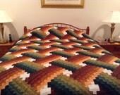 Handmade, Handstitched, Amish Pattern, Queen Size - Weaver Fever Quilt