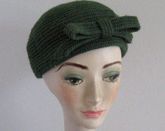 Green Wool Hat with Bow .  Wool Hat .  Hunter Green hat  .  Everitt . green wool hat . everitt hat
