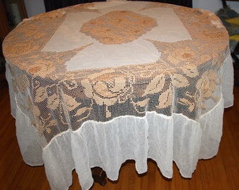 Antique 1900  Filet Lace Bedspread With Flounce Edwardian Lace Throw Vintage Coverlet Shabby Chic Filet Roses Linens Antique  Bed Cover
