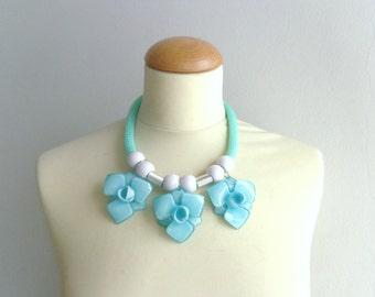 Mint flower necklace