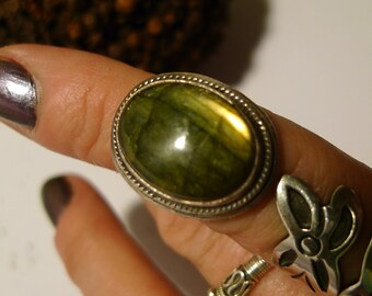 green ring labrarodite gemstone imagination magic ring