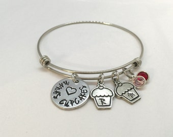 Personalized bracelet - Nana's Cupcakes - Grandma Mimi grandmother gift - Nana gift - New Mom Bracelet - Mothers Day - Cupcakes