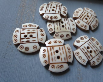 white carved  bone Buttons , flat round , exotic organic tribal ethnic style buttons , brown carvings craft supplies 15mm / 6 pcs - 4bbu10