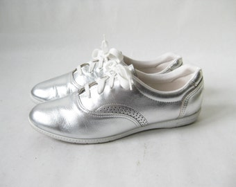 Vintage 80s Silver Metallic Leather Sneakers. Size 7