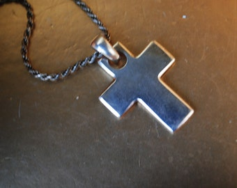 Mod vintage 90s sterling silver 925NF necklace with a  chunky bold cross.