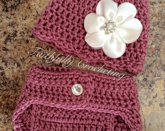 Newborn hat with matching diaper cover.. Photography prop.. Ready to ship