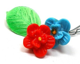 30s Mini art glass flowers, Turquoise & Red with leaf on wire stems.