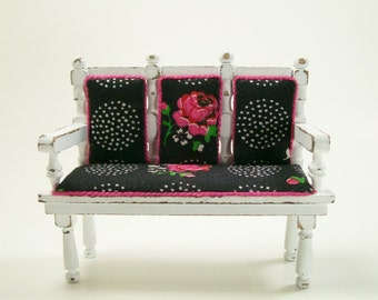 Cabbage Roses Settee Couch Black Pink Shabby 1:12 Dollhouse Miniature