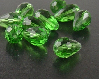 CLEARANCE Glass Beads 10 Green Teardrop Faceted Drop 15mm x 10mm (1021gla15-08)os