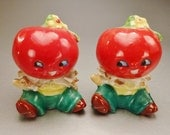 TOMATOES PEOPLE  Salt and Pepper Vintage signed Japan  2 7/8  in tall 2  1 1/2 in diam red yellow green