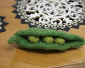 Green Pea Pod Brooch, Needlefelted Waldorf eco brooch, Organic pin, vegetarian decor, needle felted brooch, felted decoration, farm decor