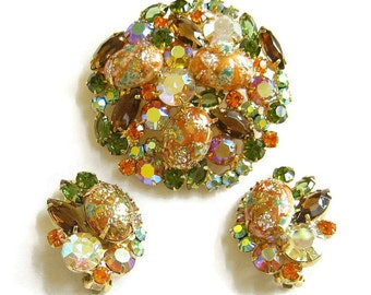 Vintage JULIANA, D&E DeLizza and Elster Coral Gold Stippled Cabochon Easter Egg and Rhinestones Brooch and Earrings Demi Parure Set