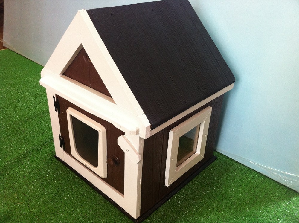 Custom Heated Outdoor Cat House Shelterbedcondosanctuary