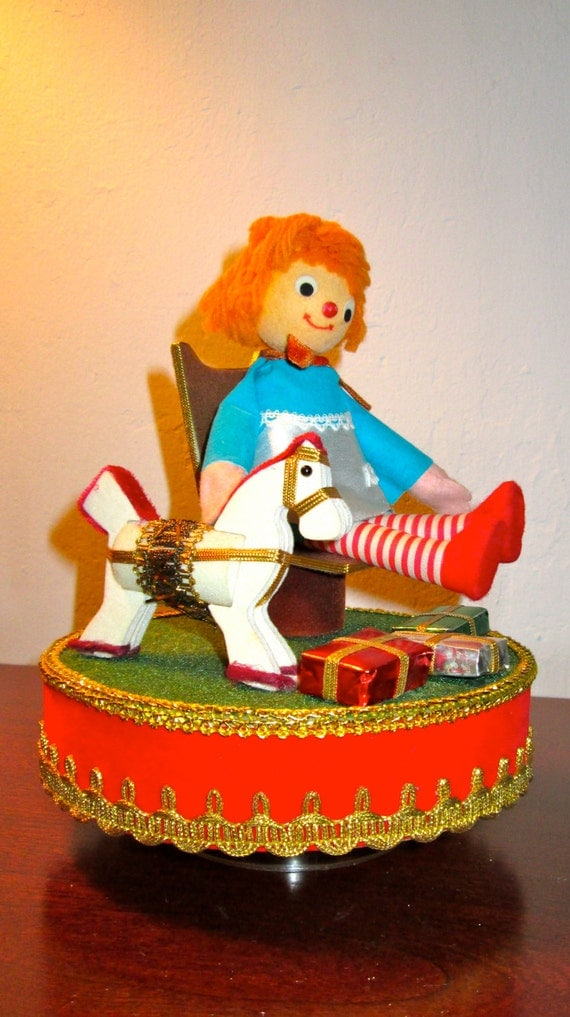 CLEARANCE 1960'S Vintage Music Box / Midcentury / Raggedy Ann Christmas / Musical Xmas Decoration / Berman and Andersonan