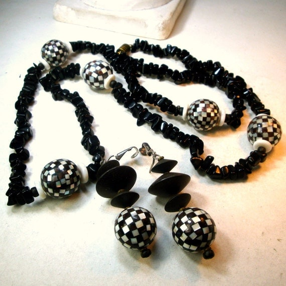 Black Stone Earrings: Long Black Stone Necklace And Earrings Set Checkered White