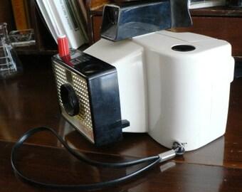 vintage camera ...  the POLAROID SWINGER LAND camera Model 20  ...