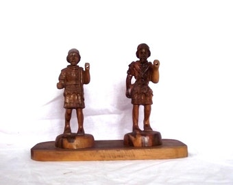 Wood Soldier Figurines / Vintage Carved Roman Assyrian Soldiers Accensi