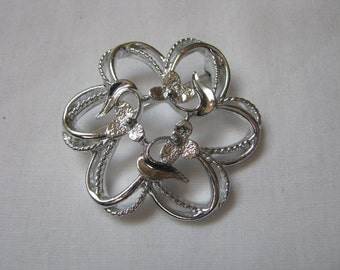 Fleurette by Sarah Coventry vintage silver tone flower shaped pin