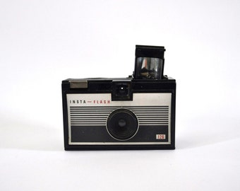 Vintage Camera Imperial Insta Flash 126 Cartridge 60s Bakelite Cute Pastic Design Minimal Simple Boxy