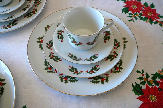 SALE Take 30 Off Christmas Holly Dinner Plates Set 16 Pieces Place Setting F