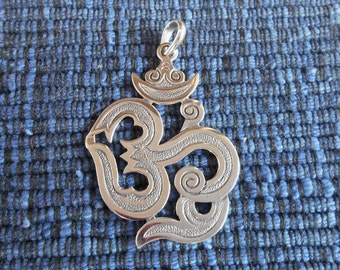 Balinese sterling Silver Pendant - Om Mantra / Bali jewelry / silver 925 / 1.50 inch / (#47p)