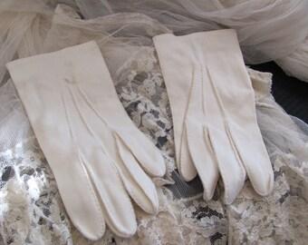 Vintage Off White Ivory Ladies Nylon Wrist Gloves