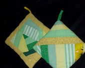 POT HOLDERS (#15) Pair Yellow Green Traditional Quilt Pattern, US , Americana, Patchwork, Modern, Contemporary,  Traditional Quilt Pattern,