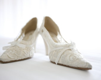 Luxury Ivory Vintage Lace Knee Length Wedding Shoes