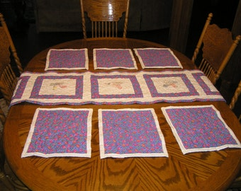 Quilted table runner and 6 matching place mats