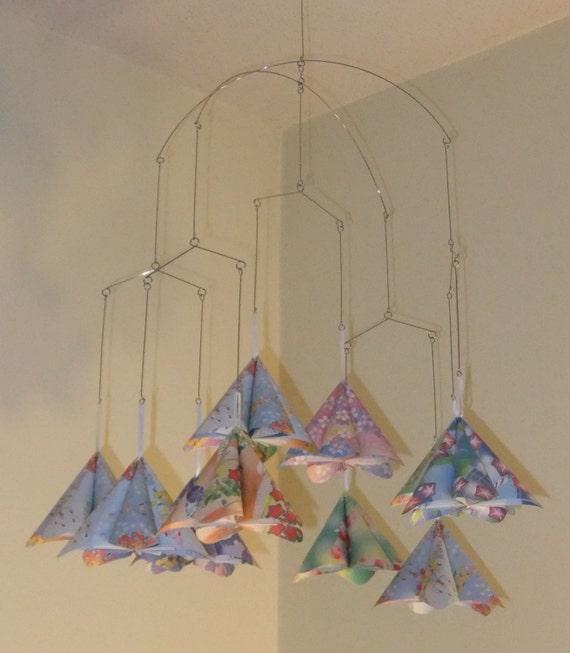 Floral fantasy origami blume mobile von katiemadeorigami auf etsy