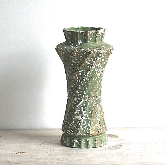 mid century ceramic savoy vase green gold splatter funky japan. Black Bedroom Furniture Sets. Home Design Ideas
