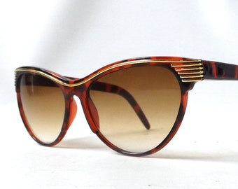 vintage 1980's cat eye round sunglasses brown tortoise shell plastic frames sun glasses womens accessories accessory fashion retro modern