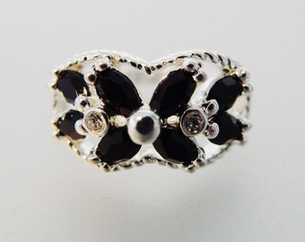 Pretty Vintage Silver & Black Faceted Glass Fashion Ring