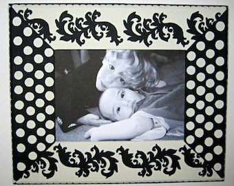 5x7 Painted Wood Frame, Black and Cream Picture Frame , Custom Painted Frames , Wedding Photo Frames, Custom Frame Groupings, Home Decor