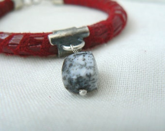 TUCSON II - Bracelet in Red Printed Suede Leather with Sterling Silver and Dendritic Agate Cube