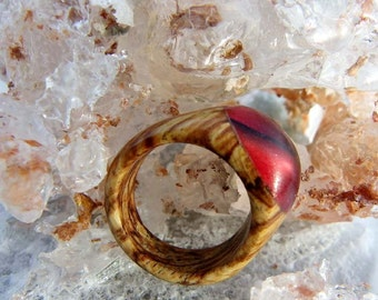 Spalted Beech Wood Ring - Shades of Red Aurora - Size 9 or Customised Fit