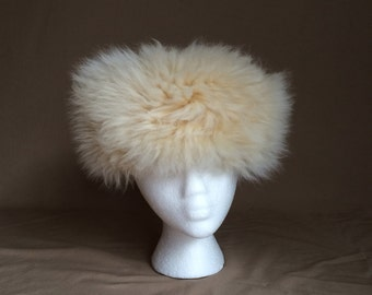vintage 1960's fur hat / off white cream / fuzzy hat / mod retro