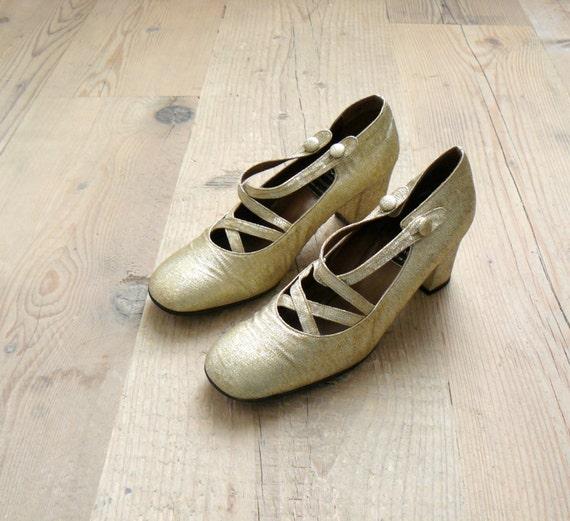 Vintage 1960s shoes. 60s metallic gold mary jane heels us 6.5 / eu 36.5 / uk 3.5