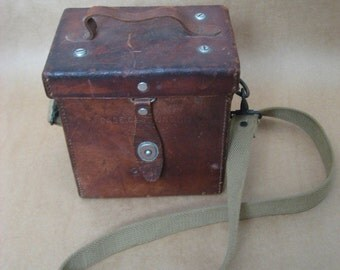 WW2 era heavy leather US Army M13 carrying case with strap