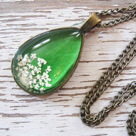 Real Pressed Flower Necklace - Green and White Queen Anne's Lace Botanical Teardrop Necklace
