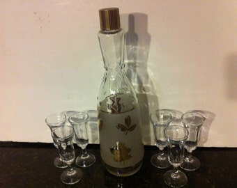 Vintage Wine Decanter with 6 Small Wine Glasses