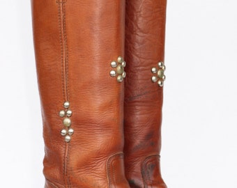 Rockin' tall Frye studded boho oiled leather campus riding boots 7.5 B Made in USA Mint