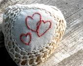 20% Off- Natural Wedding Favors, Wedding Decor, Rustic Beach Decor, Heart Embroidery,Romantic Decor, Shabby chic Wedding, Crochet Lace Stone