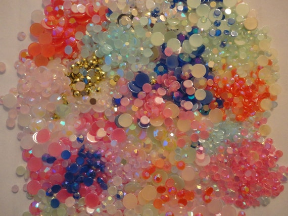 Random mix of round shape acrylic rhinestones    more than 500 pcs--- USA seller