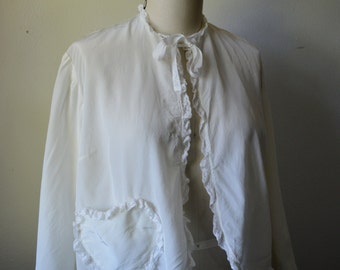 Vintage Bed Jacket 1940s Combing Jacket White Rayon Bed Jacket with Heart Shape Pocket and Lace Trim Size Medium