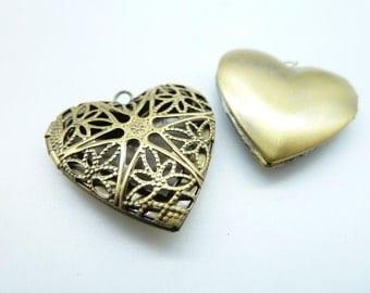 2pcs 27x27mm Antique Bronze Heart Brass Filigree Locket  Charm Pendant Essential Oil Diffuser Pendant C4313