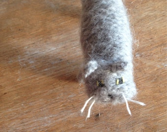 Large knitted cat, light grey