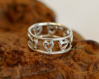 Vintage STERLING SILVER 925 RING .. 8 Cut Out Hearts .. Size 8.5