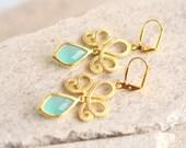 Aqua Dangle Earrings in Gold. Aqua Drop Earrings. Wedding Jewelry. Bridesmaids Gift.  Glass. Dangle. Drop.